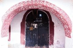 باب المركز الجزائري للتراث الثقافي المبني بالطين فندق الحمراء سابقا, تيميمون, أدرار, الجزائر